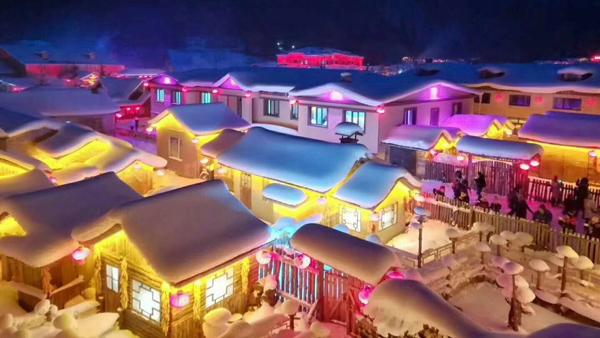 【11-12月】A1线 中国雪乡 国际滑雪中心亚布力 冰雪画廊 牡丹江 镜泊湖 青云小镇 东北威虎寨 高山动物园 哈尔滨双飞五日游